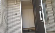 【Web内覧会 #2】狭い玄関を少しでも「広く明るく」を目指した我が家の工夫。