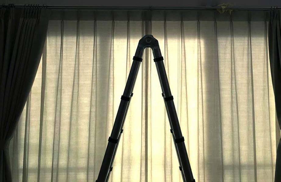 吹き抜け窓を業者に頼らずに掃除する方法
